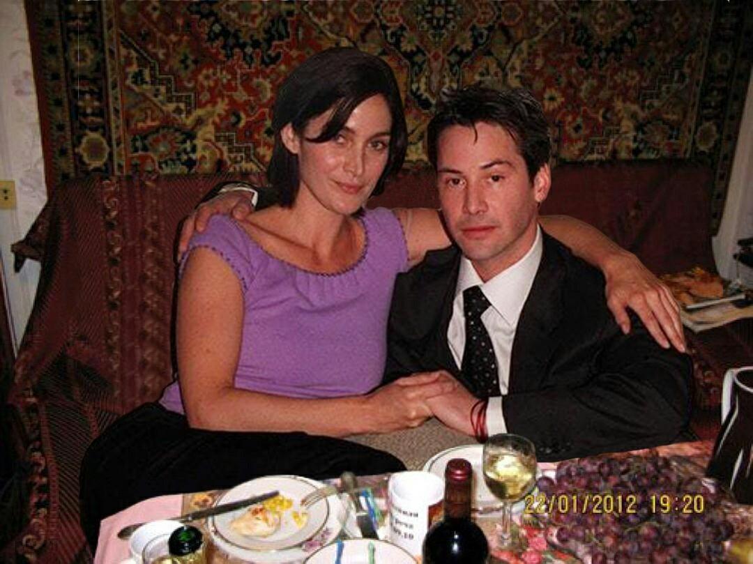 Киану Ривз дома с женой