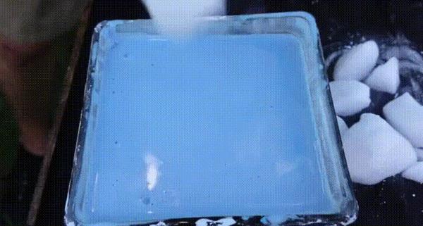 Сухой лёд в неньютноновской жидкости