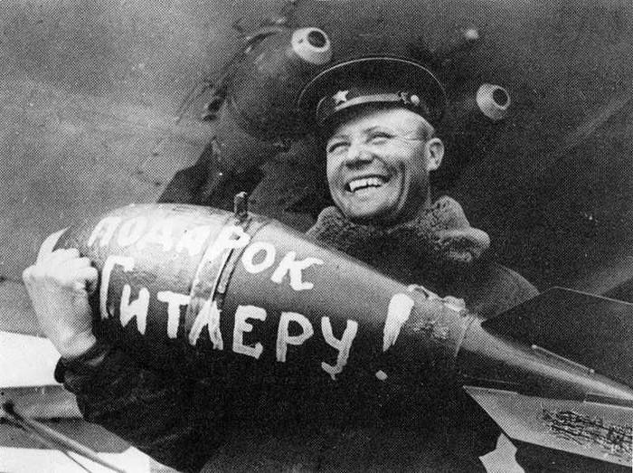 Бомбёжка советской авиацией Берлина в августе 1941 года Война, Бомбардировка, Берлин, 41 год, СССР, Вторая мировая война, Великая Отечественная война, Видео, Длиннопост