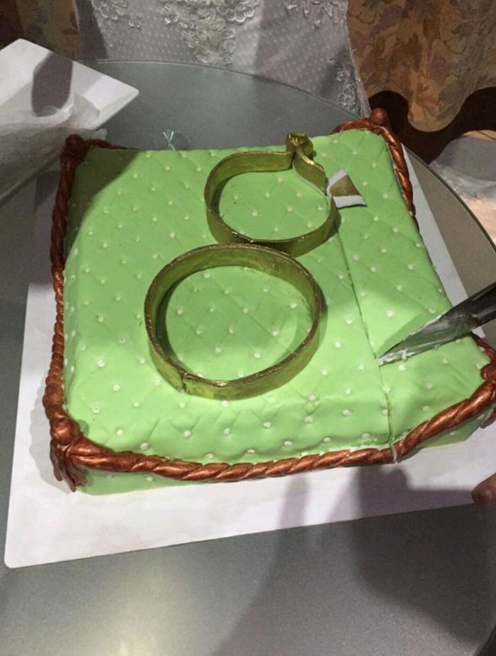 Этот торт на свадьбу стоил 10.000 рублей. И это должны были быть подушечка и обручальные колечки) Свадьба, Торт, Фламп, Длиннопост