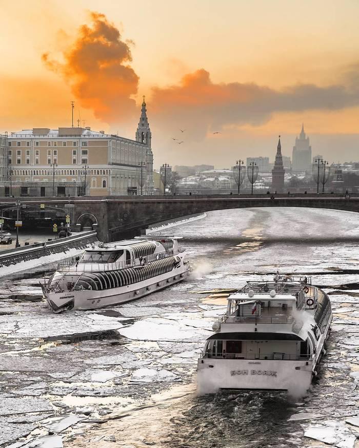 Зимняя навигация на Москве-реке ... Москва, Москва-Река, Фотография