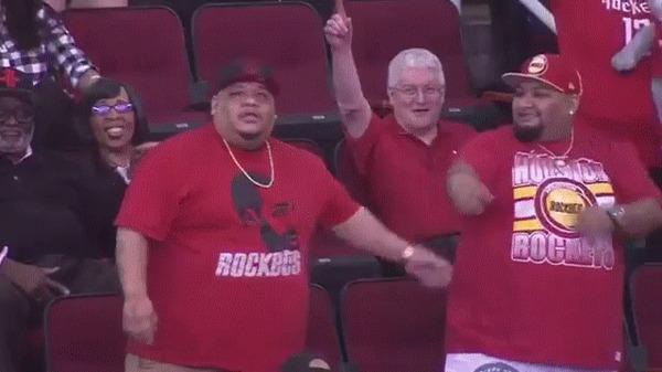 Два пухляка зажигают на трибунах) Баскетбол, NBA, Болельщики, Танцы, Гифка