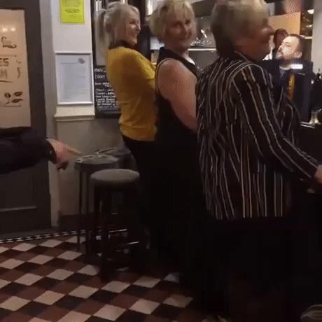 Женщины в баре