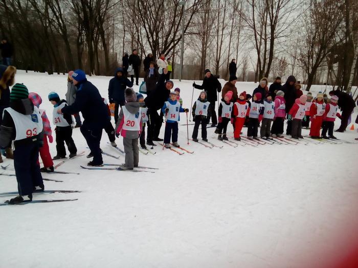 Лыжные гонки среди дошкольников Дети, Лыжи, Гонки, Дошкольники, Длиннопост