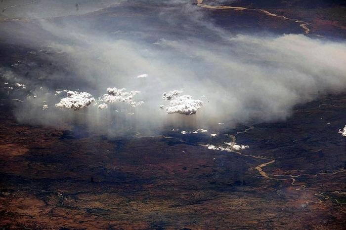 Кажется дождь собирается. Дождь, Мадагаскар, МКС, Фотография, Облака