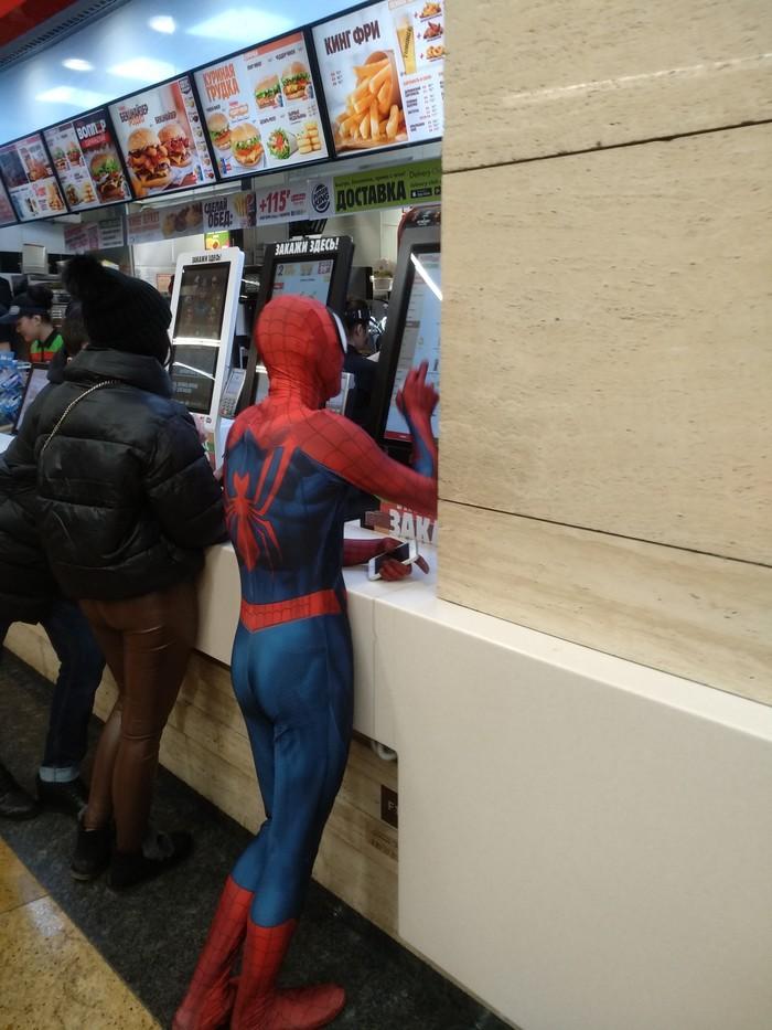 Человек паук голоден