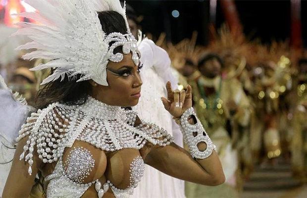 Ебля на карнавале фото