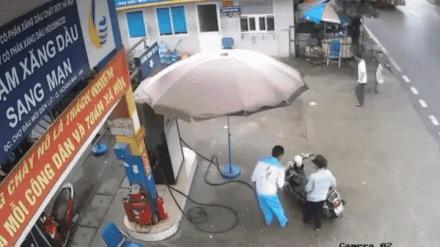 Тем временем на вьетнамской заправке запахло не только газом...
