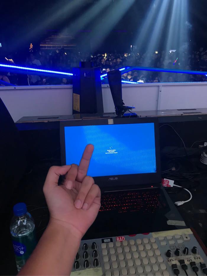 «Windows 10 решила обновиться за 1 минуту до начала выступления»
