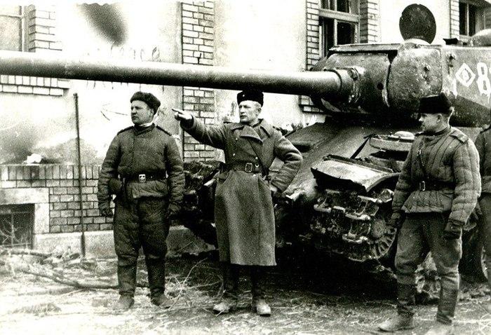 Вон там, сынки, засели нехорошие люди, они умрут Великая Отечественная война, Танки, Историческое фото, Копипаста