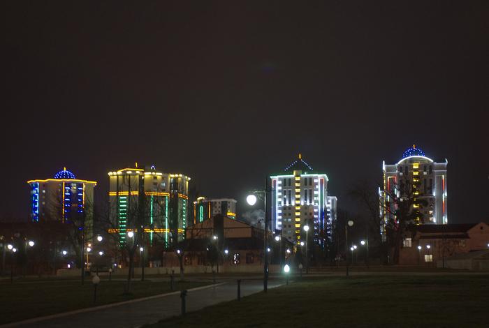 Ночной центр Гудермеса Архитектура, Чечня, Гудермес, Ночной город, Длиннопост