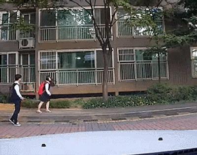 Корейские школьники, снятые авторегистратором