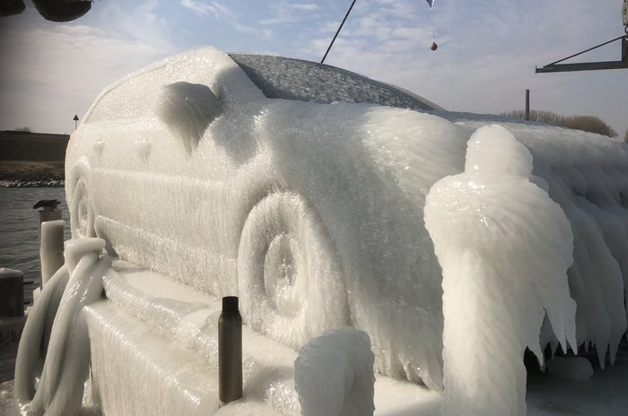 Когда неудачно припарковал свою машину (Нидерланды, март 2018).
