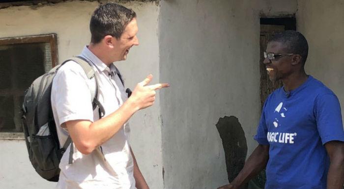 Мошенник хотел развести блогера на деньги, а тот вместо того, чтобы послать его, предложил сделку Африка, Либерия, Мошенники, Видеоблоггер, Фотография, Шанс, Длиннопост