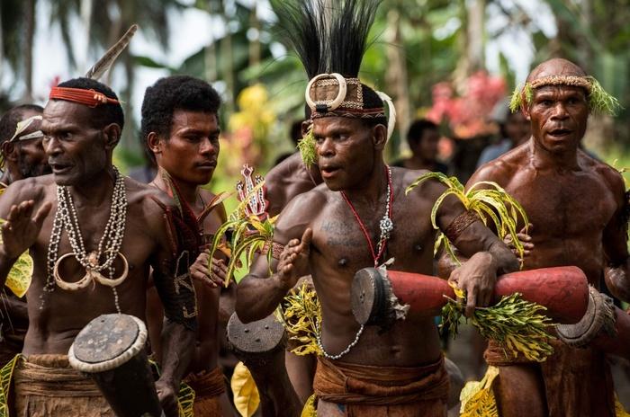 Гомосексуальные обычаи племён новой гвинеи смотреть