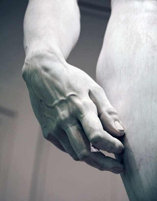 """Детальное изображение руки """"Давида"""" - работы Микеланджело"""