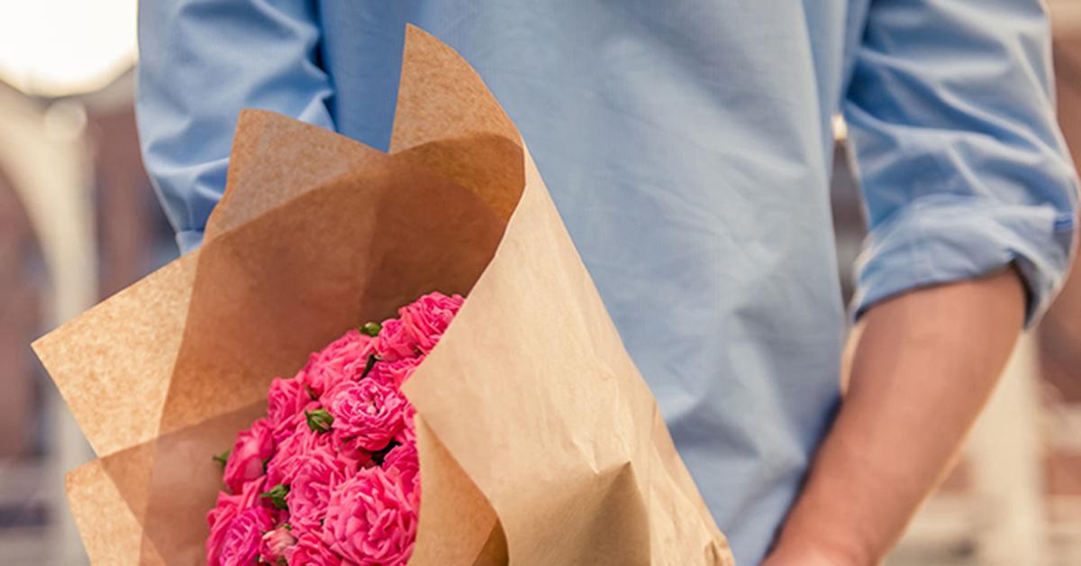 Зачем дарить девушке цветы на первом свидании.