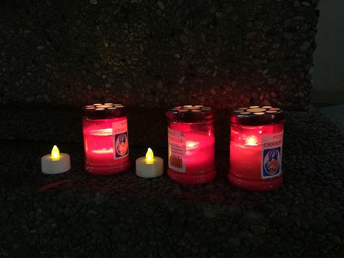 Здание посольства России в Торонто: цветы, свечи и игрушки в память о погибших в Кемерове 25 марта 2018 Без рейтинга, Трагедия в Кемерово, Торонто, Канада, Соболезнования, Консульство, Политика, Кемерово, Длиннопост