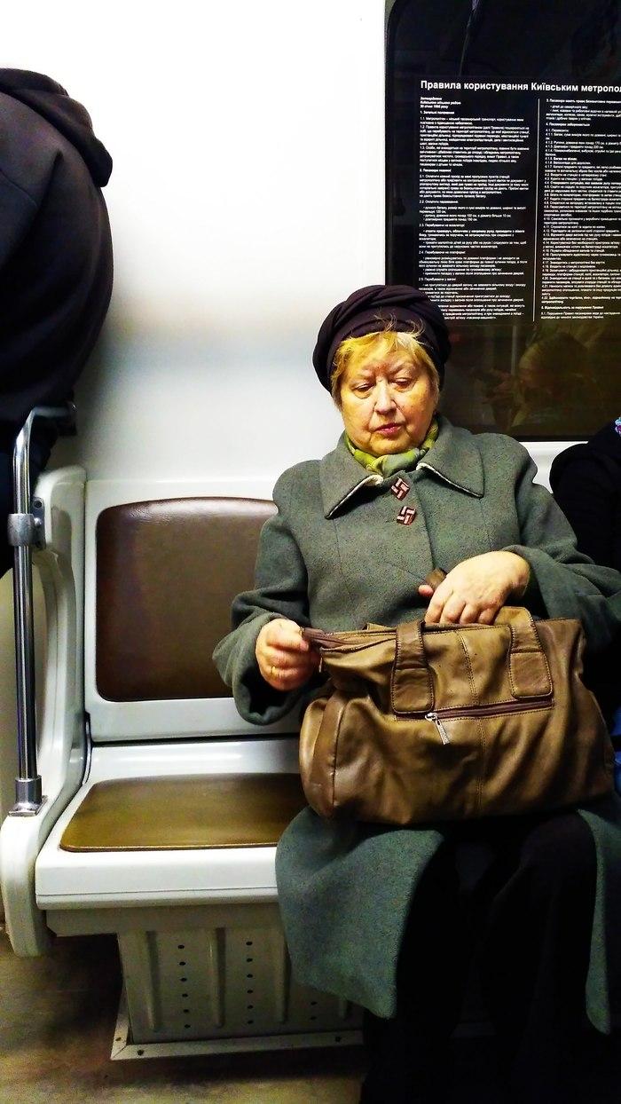 Бабушка Бабушка, Метро, Свастика, Длиннопост, Фотография, Транспорт, Пассажиры
