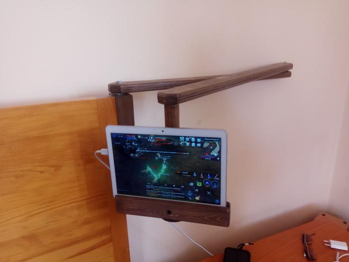 Подвижная подставка под планшет.