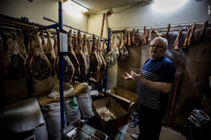 После введения продуктового эмбарго в 2014 году сибирский юрист решил заняться производством хамона Сибирь, Новосибирск, Хамон, Юристы, Санкции, Запрещенка, Видео, Длиннопост