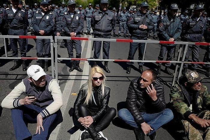 """""""Бархатная революция"""" в Армении: В Ереване продолжаются протесты Политика, Протест, Армения"""