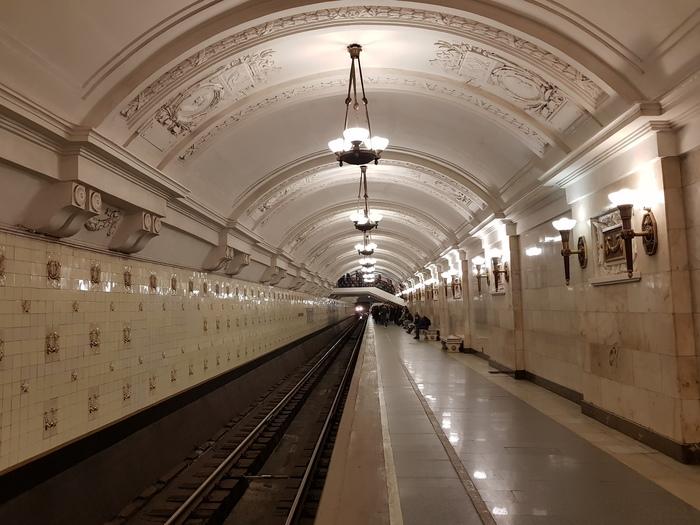 Станция кольцевой линии Октябрьская. Москва.