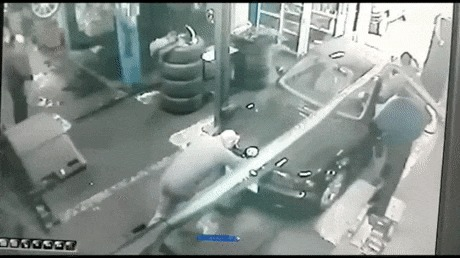 Не толкайте машину назад