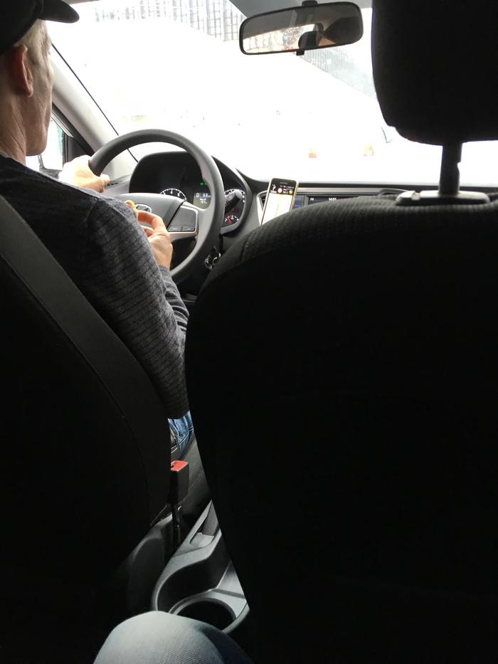 blondinok-trahayut-trogaet-devushku-v-taksi-moskvi
