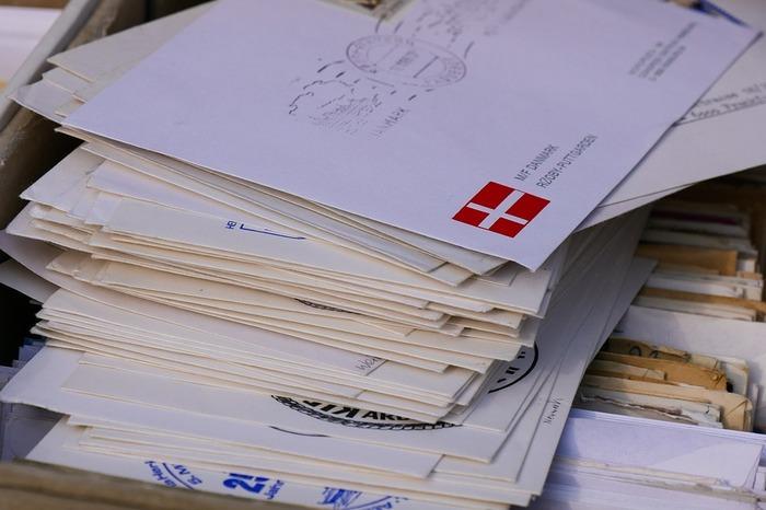 В США арестовали почтальона, хранившего 17 тыс. недоставленных писем и посылок Бумажные письма, Почтальон, Почта