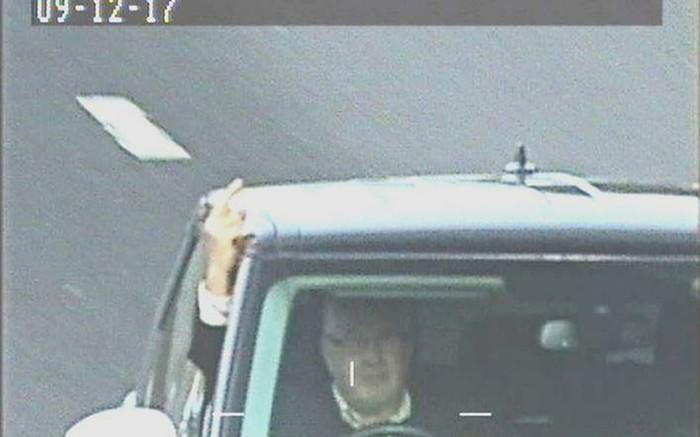 Британец поставил глушилку против дорожных камер и показывал средний палец. Но глушилка не сработала Range rover, Великобритания, Глушилка, Камера, Суд, Длиннопост