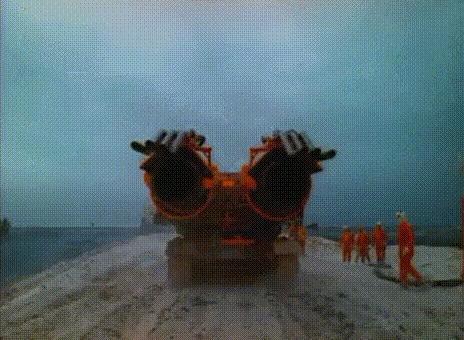 Самая мощная пожарная машина для тушения нефтяных вышек