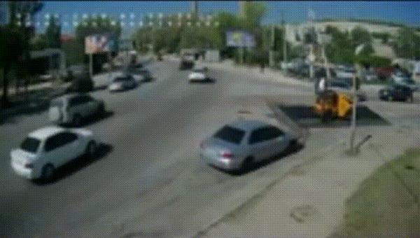 Прилетело #68 ДТП, Днепропетровск, Прилетело, Фура, Отказали тормоза, Гифка, Видео