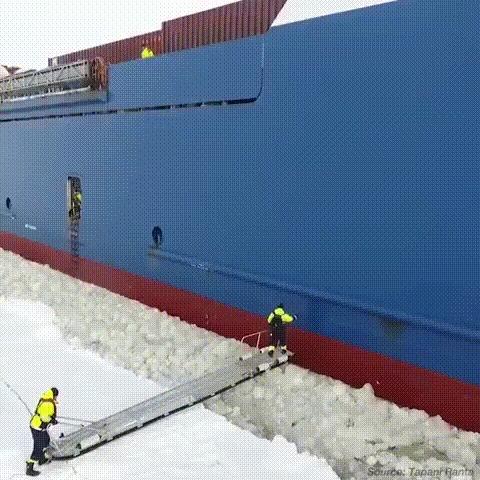 Посадка со льда на борт корабля