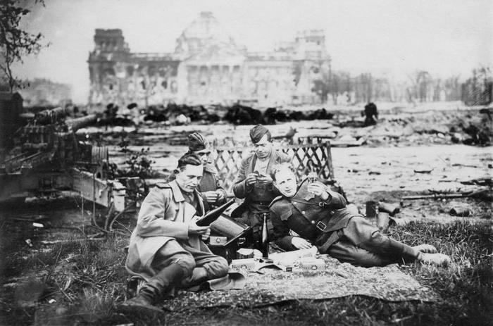 Классная фотография! Победа, Рейхстаг, Май 1945, Старое фото, История, Великая Отечественная война, Фотография