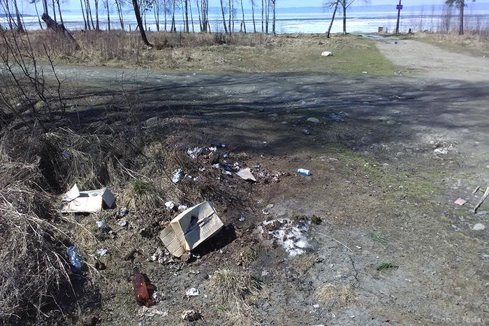В Байкальске на берег Байкала выкинули коробки с дерьмом и использованной туалетной бумагой. Байкал, Байкальск, Грязь, Люди свиньи, Длиннопост