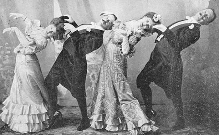 Группа викторианцев исполняет танец кекуок. 1890 год