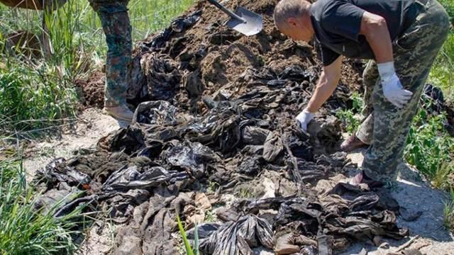 Скандал на Украине: вещи погибших в Иловайском котле бойцов нашли в скотомогильнике Украина, Политика, АТО, Иловайский котёл, Донбасс