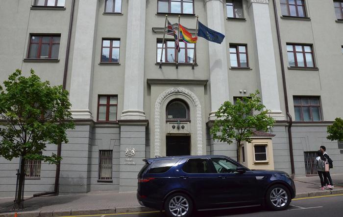 Минск раскритиковал поднятие над зданием посольства Британии флага ЛГБТ Общество, Минск, Беларусь, Лгбт, Мвд, Посольство, Великобритания, Рбк