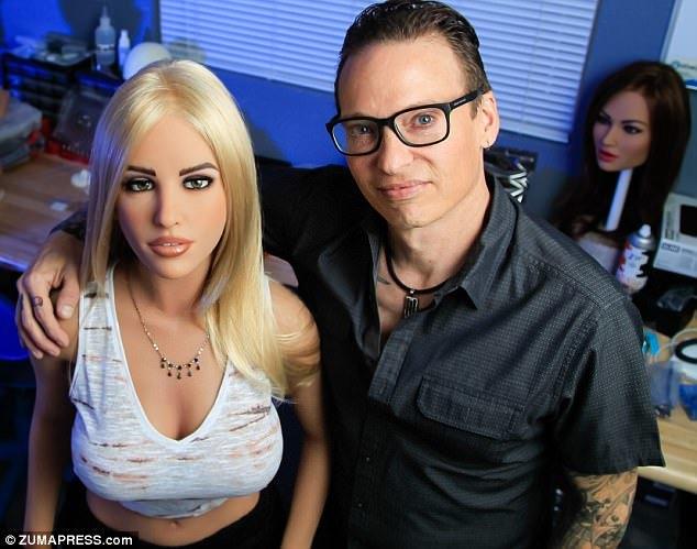 Порнофильмы траханье с секс роботами вудман блондинка русская