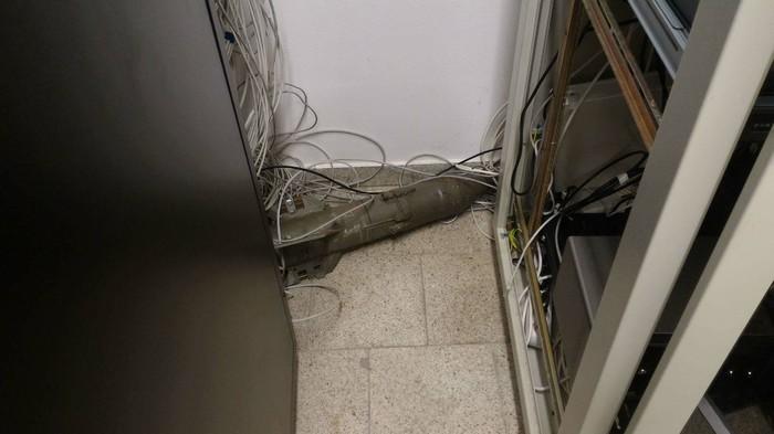 Пользователь Reddit обнаружил противотанковую ракету среди серверов Reddit, Серверная, ПТРК, IT