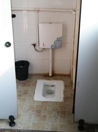 Почему в китайских туалетах чаще всего встречаются конструкции типа