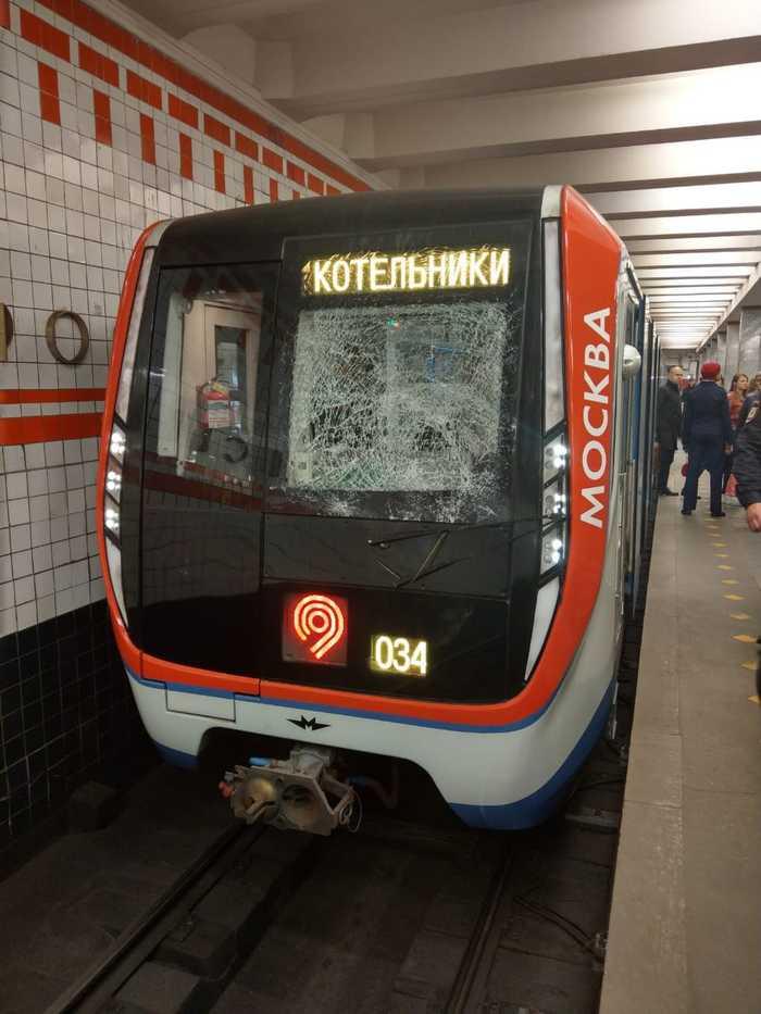 Дрочим в метро видео 2