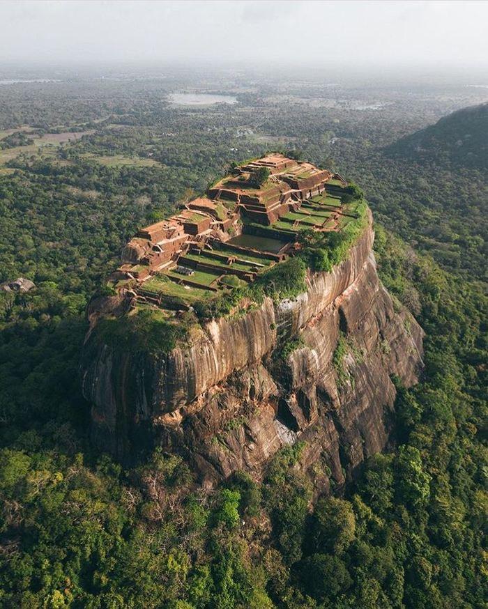 Древняя крепость Сигирия (Sigiriya), построена более 1500 лет назад в Шри-Ланке
