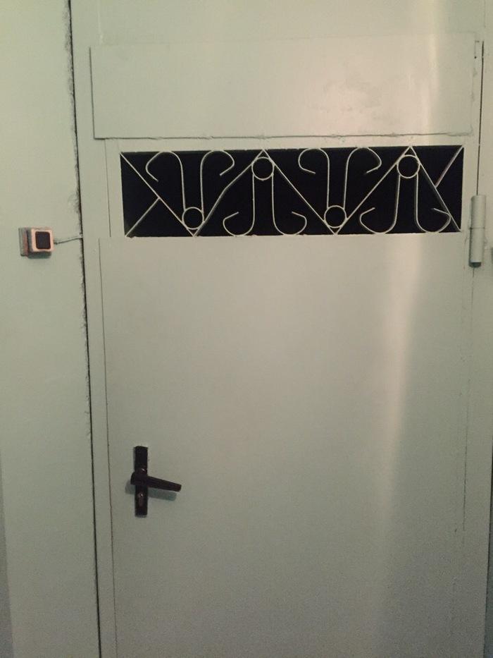 Вот так выглядит дверь где я получаю зарплату