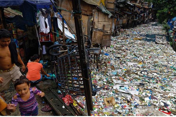 Жизнь на слоях пластика. история, факты, пластик, мусор, экология, фотография, длиннопост, негатив
