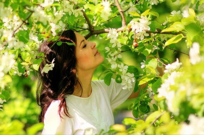 Яблони в цвету Фотография, Яблоня, Одуванчик, Девушки, Длиннопост