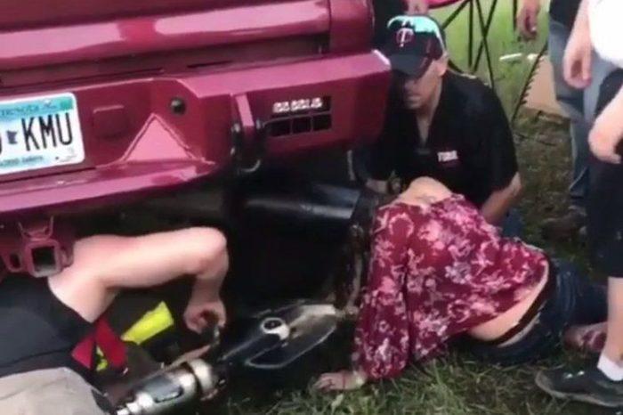 Пьяная девушка засунула голову в выхлопную трубу и застряла Застрял, Девушки, США, Выхлопная труба, Авто