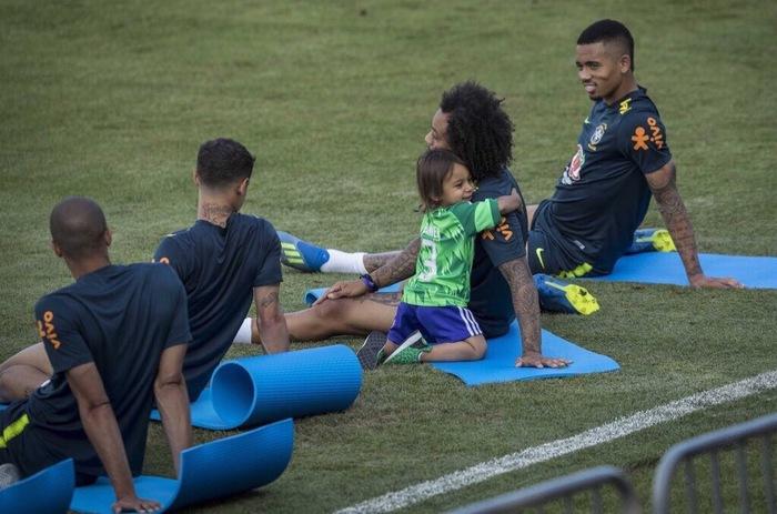 Милота на тренировке сборной Бразилии Чемпионат мира, Сборная Бразилии, Марсело, Футбол