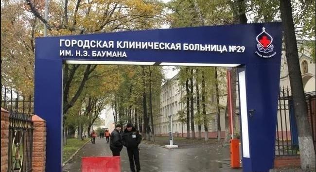 vot-zadnitsa-kakaya-zhirnaya-a-ya-hochu-ee-podglyadivaet-za-kupayusheysya-zhenshinoy-video